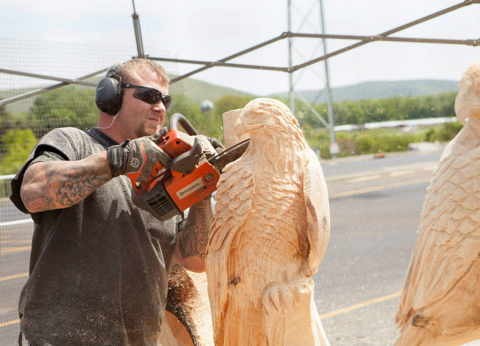 A chainsaw carver at the rendezvous credit chansaw